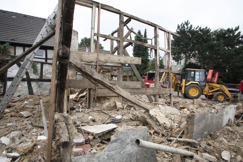 Nur noch Holz: Wandaufbau entfernt